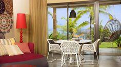 Красочный, буйный дизайн интерьера отеля W Retreat & Spa на острове Вьекес