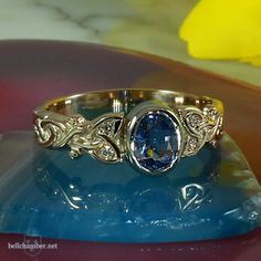 A borderless Dianne Loveknot set with four diamonds and a beautiful blue sapphire.