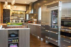 Diseño de Interiores & Arquitectura: Cocina De La Semana. Con Una Mezcla De Acero Inoxidable Y Madera De Nogal