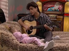 There are four things everyone knows about Full House 's Uncle Jesse: Elvis is his idol, Michelle is definitely his favorite, Aunt Becky is his soulmate, and he is obsessed with his hair. It is hard to fault him on that, as Uncle Jesse's hair is a… Jesse From Full House, Full House Michelle, Oncle Jesse, John Stamos Full House, Tio Jesse, Ice Queen Adventure Time, Full House Funny, Full House Quotes, Stephanie Tanner