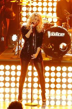 Shakira rockin' out! #TheVoice