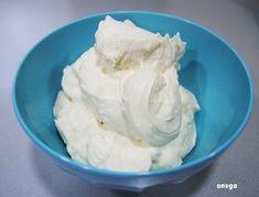 Este frosting es un auténtico descubrimiento. Si algo me echa para atrás de la repostería americana es la cantidad ingente de azúcar y mantequilla que utilizan para rellenar y cubrir esas espectacu…