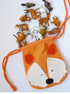 Little fox bag Diy Sewing Projects, Crochet Projects, Mochila Tutorial, Diy For Kids, Gifts For Kids, Disney Quilt, Fox Bag, Fox Toys, Animal Bag