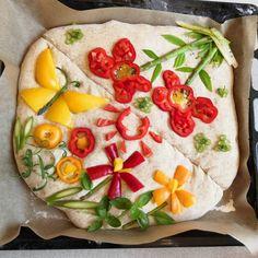 Instagramin perusteella tuntuu, että nyt kaikki leipovat kukilla koristeltuja leipiä. Instagram