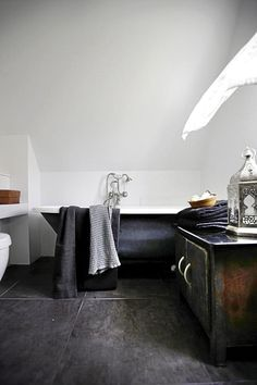 metal | white | bath