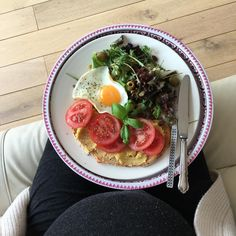 A yummy fried egg and fava bean spread tomato toast with salad #perfectpregnancyfood #delicious #lunch