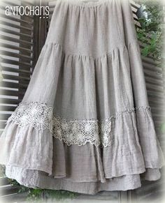 Longue jupe dentelle soie. This gives me an idea what to do with a peasant skirt that separated at the layer seams. may try lace, ribbon or braided trim.