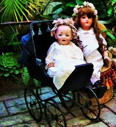 ANTIQUE LATE 1800'S OR EARLY 1900 DOLL CARRIAGE PRAM BUGGY SPECTACULAR