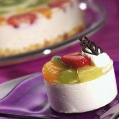Joghurt Sahnetörtchen Easy Cake Recipes, Baking Recipes, Dessert Recipes, Fudge, Saffron Cake, German Cake, Yogurt Recipes, Cupcakes, Mini Desserts