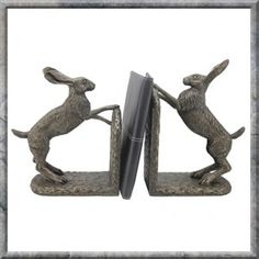 Bramble and Foxglove Hare Bookends By Harriet Glen. FREE UK DELIVERY! Pagan Mother Nature Range. Heavyweight bookends. Excellent quality, amazing detail and solid Construction. A cold cast bronze sculpture by world renown artist, Harriet Glen.