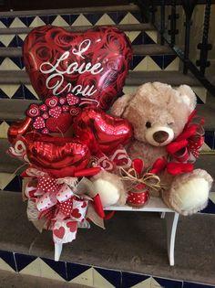 49 trendy basket for boyfriend fun Valentine Bouquet, Valentine Wreath, Valentine Decorations, Balloon Decorations, Valentines Balloons, Valentines Day Wishes, Valentines Diy, Diy Bouquet, Candy Bouquet