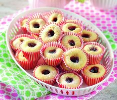 Glutenfria hallongrottor | Allas Recept Gluten Free Cakes, Vegan Gluten Free, Gluten Free Recipes, Paleo, Candy Cookies, Swedish Recipes, Foods With Gluten, Something Sweet, Food Allergies