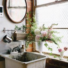 Studio sink w/ flowers