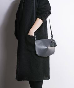 Clear forms and timeless design. This shoulder bag will become one of your favorite for a long time!Inside pockets Metal zipper Leather tasselsHandmade 100% leather Cotton lining Color: greyMeasurements: Weight 26 cm x Hight 17-23 cm x Shoulder strap 57 cm<h2>Designed by Panaskin<h2>