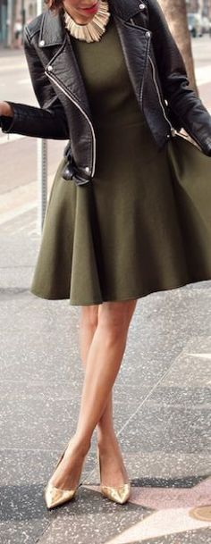 Fashion trends | Khaki dress with leather coat, statement necklace and golden pumps: