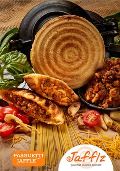 Pasguetti Jaffle is Ground Beef, Vegetables and Pasta with a Bolognese Sauce in a Toasted Pocket. Made with Premium Ingredients, Healthy and No Junk! Real Food Recipes, Snack Recipes, Cooking Recipes, Snacks, Pie Irons, Corner Cafe, Afrikaans Quotes, Bolognese Sauce, South African Recipes