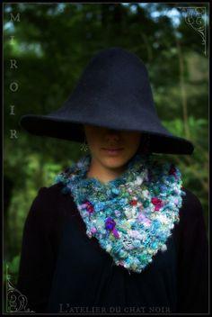 Miroir col tricoté en laine filée main par LAtelierduChatNoir, $80,00