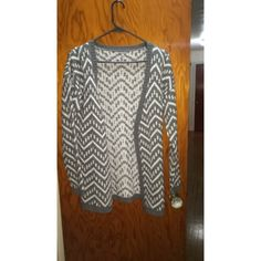 FOREVER21 Cardigan Gently used! Forever 21 Sweaters Cardigans