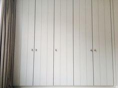Maatwerk kledingkast in mdf met groef en beslag. Indeling afgestemd op wensen klant. Ontwerp en uitvoering www.steigerhoutenzo.nl / www.meubelenmaatwerk.nl