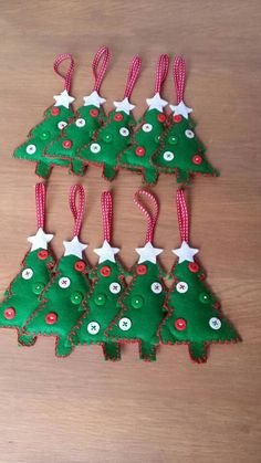 sapin en feutrine boutons Fimo décoration de Noël Fabric Christmas Ornaments, Felt Christmas Decorations, Felt Ornaments, Xmas Crafts, Christmas Projects, Felt Crafts, Easy Crafts To Sell, Diy And Crafts, Crafts For Kids
