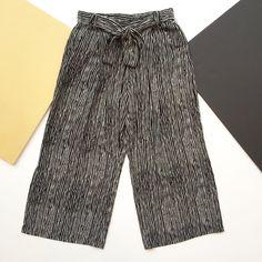 MÉLISSA NEPTON - PAISLEY - RAYÉ Paisley, Patterned Shorts, Pants, Men, Fashion, Striped Pants, Trouser Pants, Moda, La Mode