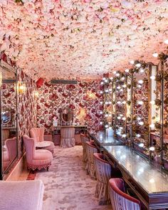 The powder room at Annabel's, London. Pierre Frey, Flower Ceiling, Dallas, Veranda Magazine, Interior Styling, Interior Design, Boat Interior, Interior Ideas, Modern Interior