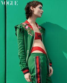 United colors / vogue korea 2017 tribe h.f wmn_light source вдохновение. Green Fashion, Fashion Colours, Colorful Fashion, Sport Fashion, High Fashion, Sports Illustrated Models, Vogue Korea, Editorial Fashion, Sportswear