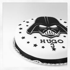 Darth Vader cake by Lores Bakery