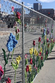 Fence Art: What a fun end-of-the-year school-wide project... so pretty.