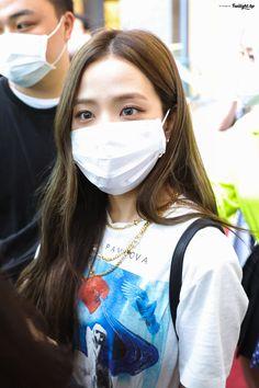 TweetDeck Kpop Girl Groups, Korean Girl Groups, Kpop Girls, Pink Official, Lisa, Blackpink Members, Ji Soo, Blackpink Photos, Blackpink Fashion