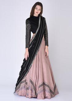 Indian Gowns Dresses, Indian Fashion Dresses, Dress Indian Style, Indian Designer Outfits, Indian Wear, Blouse Lehenga, Lehnga Dress, Lehenga Choli, Blouse Dress