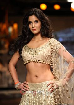 Katrina Kaif @ Delhi Couture Week 2012, wearing Manish Malhotra