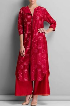 Red floral tunic. #carma #carmafashion #carmadesigners #ampm #fashiondaily #elegant #onlineshopping #shopnow #everydaylife #workwear #kurtasets #instafollow #instadaily #indianfashion #comfortable #ootd #instafollow #musthaves #weheartit #ethnic #dailylook #affordablefashion #designer #luxury #redtunic #redkurta #redtops #kurtasonline #chanderikurtaonline