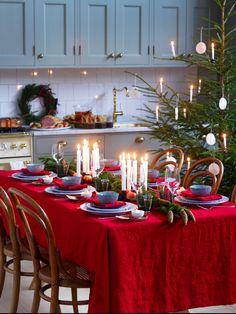 Festive Christmas Kitchen Decor Ideas And Inspiration Days Till Christmas, Christmas Room, Christmas Kitchen, Winter Christmas, Purple Christmas, Christmas Crafts, Swedish Christmas, Scandinavian Christmas, Country Christmas