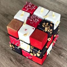 833 mentions J'aime, 5 commentaires – Pastry Inspiration (@pastry_inspiration) sur Instagram : «#Repost @kseniaborilko: RED&BLACK&WHITE cubik Rubika  • • • • • #inspiration #kaliningrad #wedding…»