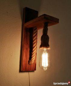 Kinkiet ze starego szczotkowanego drewna z liną