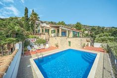8 Pollensa Situated in Pollen?a, this air-conditioned villa is located 8 km from Alcudia. Guests benefit from terrace. Free WiFi is featured throughout the property.