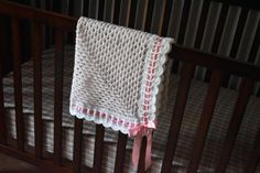 Granny square baby girl crochet blanket with scalloped border and ribbon Crochet Baby Blanket Free Pattern, Crochet Baby Cardigan, Afghan Crochet Patterns, Crochet Granny, Irish Crochet, Baby Patterns, Free Crochet, Chevron Crochet, Crochet Daisy