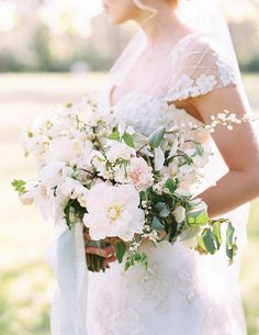 One of my all-time favorite SW bouquets! By Philosophy Flowers from Southern Weddings V7 | Landon Jacob