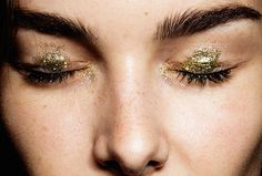 Beauty by Pat McGrath for Anna Sui Spring 2015 gold eyes Beauty Make Up, Hair Beauty, Eye Makeup, Hair Makeup, Collage Vintage, Anna Sui, Holiday Makeup, Gold Eyes, Face Hair