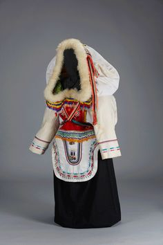 """Among the many beautiful objects that will be included in the Arctic Museum's upcoming exhibit """"Dressing it Up: Beadwork for Northern Communities"""" this amauti (woman's parka) stands out. Inuit Clothing, Character Inspiration, Character Design, Fashion Design Classes, Inuit People, Polo Norte, Inuit Art, Folk Costume, First Nations"""