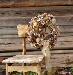 Šiškový Burlap Wreath, Wreaths, Home Decor, Decoration Home, Door Wreaths, Room Decor, Burlap Garland, Deco Mesh Wreaths, Home Interior Design