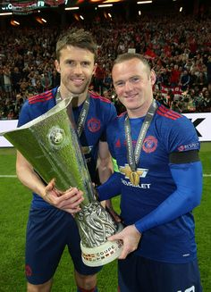 Michael Carrick and Wayne Rooney of Manchester United celebrates with the Europa League trophy after the UEFA Europa League Final match between Manchester United and Ajax at Friends Arena on May 2017 in Stockholm, Sweden. Manchester United Champions, Manchester United Shirt, Newcastle United Fc, Official Manchester United Website, Manchester United Players, Premier League Champions, Uefa Champions, Man Utd Fc, Michael Carrick