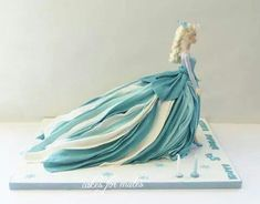 elsa https://www.facebook.com/pages/Cakes-for-mates/366784146768387?ref=hl :: love the flowing dress!