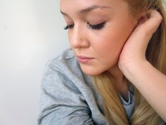 Natural Make Up Base Video Tutorial by Saara Sarvas/Lily.fi