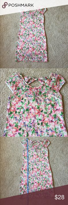 """Free People Pink Floral Bow Back Shift Dress Built in slip 4"""" shorter than dress. Slip has sweetheart neckline which can be seen in second photo. Bow back detail. Very good used condition, no rips, stains, tears or flaws. Minimal wear/pilling.                                                                              💖 bundle & save 🌀 offers welcome 📦 fast shipping Free People Dresses"""