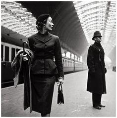 Toni Frissell, Lisa Fonssagrives at Victoria Station, London, 1951