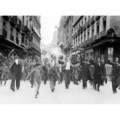 UNA DE LAS MANIFESTACIONES QUE ATERRABAN LAS CALLES MADRILEÑAS EN JUNIO DE 1936: Descarga y compra fotografías históricas en | abcfoto.abc.es