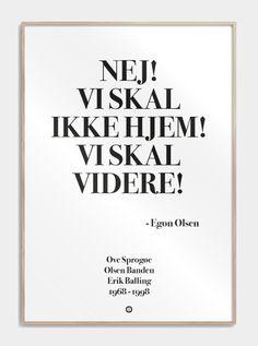 Stilet Citatplakat i serien SIMPEL, med det geniale citat: NEJ! VI SKAL IKKE HJEM! VI SKAL VIDERE! Find plakaten, og mange andre citatplakater, lige her!