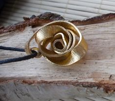 Rosen Kettenanhänger - Blume Romantik Gold Blätter Draht Schmuck Blüte